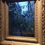 126038091 - なんかオシャレ(額縁が窓のとこにおいてある)