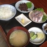 さかな - クジラのしぐれ煮&アジの刺身定食1800円