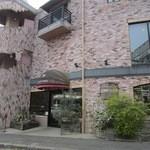 12605088 - 東区千早の福岡都市高速沿いにあるパンとケーキのお店です。