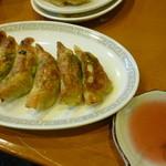 ぎょうざ屋 - 紫蘇入り 梅タレ