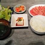 神戸焼肉かんてき - 黒毛和牛焼肉ランチ1,350円(ご飯普通)