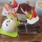 パティスリーアンパッション - ベリーヌ、ティラミス、フロマージュクリュ、チョコレートケーキ