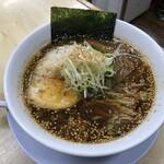 126061585 - 正油ラーメン 左フック(辛味 中太麺) 800円(税込)