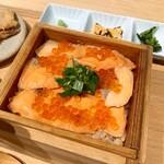金粂 - 鮭といくらのせいろめし + ふぐの唐揚げ