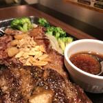 いきなりステーキ - 料理写真:ミドルリブ&ハンバーグのコンボ (コーンをブロッコリーにチェンジ)