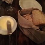 Boulangerie Bistro EPEE - お通しのパン