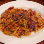 Romanogotanda - 色々お肉とキノコ、赤キャベツ、からし菜のトマトソース煮込みスパゲッティ