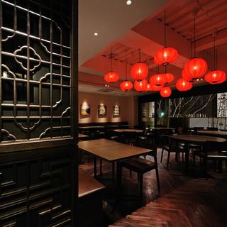 「チャイニーズテラス LouRon〈ルウロン〉」は多彩な中国料理を自由に楽しんでいただけるレストランです。