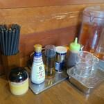 長崎らーめん 西海製麺所 - 料理写真:卓上備品の様子。