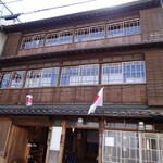 竹屋 - 祝日に来て正解。日の丸が老舗にはぴったり