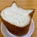ベーカリー&カフェ ブルージン - 色ねこ食パン