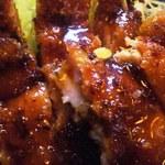 竹八 - ソースかけた、鶏カツのアップ✿