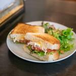 ザリガニカフェ - 玉子とハムチーズのミックスサンドイッチ