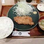 とんかつ おりべ - ロースカツ定食 790円 ご飯大盛(無料)