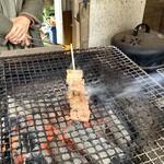 俵山交流館 萌の里 - 【あか牛串 550円】2~3分ジュ~してできあがりです。