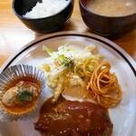 洋食のグルメ - ハンバーグと牡蠣トマトソース