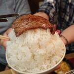 こてつ - ご飯の上にはお肉