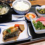 タカラ亭 - 料理写真:煮魚と刺身定食