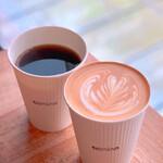 カミノコーヒー - ゲクウブレンドと本日のカフェラテ。