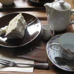 珈琲屋リンツ - ケーキセット(シナモンのシフォンケーキ)