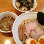 12614784 - 味玉つけ麺(800円) へたれ丼(350円)