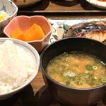 土鍋炊ごはん なかよし - 小鉢にカボチャ、切り干し大根。青さの味噌汁。