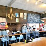 エース バーガー カフェ - 店内の様子。
