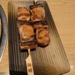 酒家鶏処 炭寅 - ネギと何かの肉