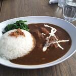 シュガー&スパイス - ほうれん草カレー1080円。トンテキより美味しく食べれました。