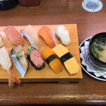 すし大臣 - 料理写真:満腹すしランチ=1045円 税込  (にぎり11貫 味噌汁付)