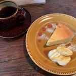 cafeウララカ - うららかブレンド、ベイクドチーズケーキ