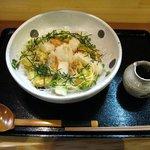 亀楽屋 - 海老と揚げ餅のぶっかけ(880円)