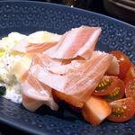 エゾットリア - 前菜③(帯広の生ハム、イチゴ、チェリートマト、ストラッチャテッラ)