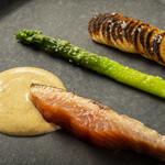 クラシカ表参道 - 桜鱒のロースト  柚子と焦がしバターのオランデーズソース  アスパラガス  ポムニッコー