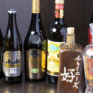 様々な年代の紹興酒や、中国酒などを幅広くご用意しております