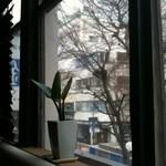 鉄板Diner 鐵 - 窓から馬車道を見る