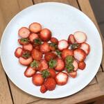 ヒソップ - 苺の盛り合わせ+ジュース(ノンアルコール)