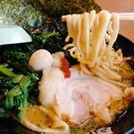 家系ラーメン 町田商店 - 短めの麺は食べやすい