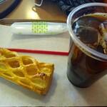 パンコキール - 料理写真:アイスコーヒーにアップルパイ