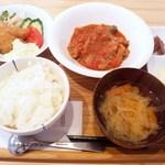 洋食堂 はなや - 日替わりランチ(750円) この日は、甘鯛のフライとハッシュドビーフ