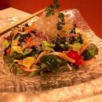 銀座 ぼくじん - アボカドとズワイ蟹の海藻サラダ