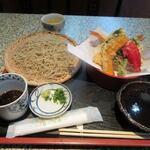 蕎麦処 累 - 料理写真:暫く待つと注文した天ざるそば1300円の出来上がりです。