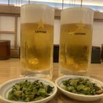 信州蕎麦の草笛 - 樽生ビール ジョッキ 660円×2