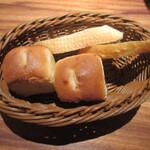 ボルベール - お通し(パン食べ放題) 430円(税別)