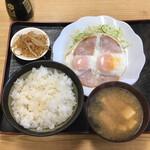 峠茶屋 - 料理写真:ハムエッグ280円、ライス220円、味噌汁110円