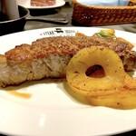 ステーキハウスナカマ - アメリカ産サーロイン450g(4,700円)&ローストパイナップル(250円)