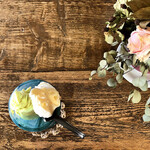ジェラテリア フィオレ - ジェラートと造花とテーブル