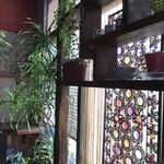 杏Cafe - 午前中は陽が差し込んで綺麗