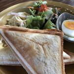 杏Cafe - 中身はハム・チーズ(玉子も選べます)