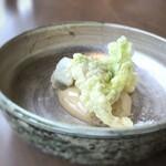 オ・ボルドー・フクオカ - ◆蕗の薹、大根、里芋の天ぷら、和出汁のエスプーマ 洋のフリットでは無く和の「天ぷらの衣」ですが、大根や里芋は下味が付いていますし カラッと上がり、美味しい。和出汁のソースは優しい味わいで、天ぷら共に頂くと美味しい。
